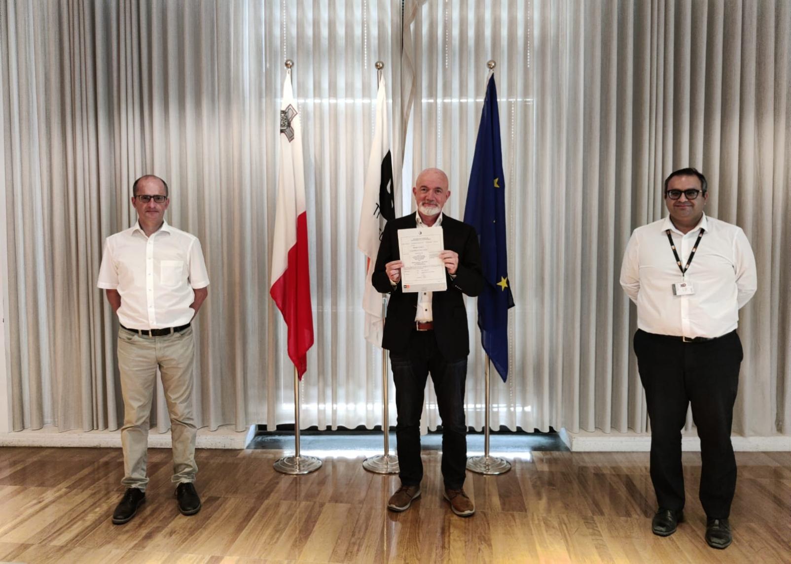 Lauda Awarded AOC 2